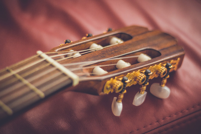guitar-unsplash-by-marcin-nowak